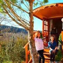 Nous devant la roulotte camping Riez