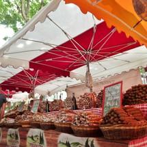 Sur le marché de Riez pour les amateurs de saucissons, le choix est divin!