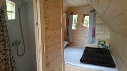 Cabane Magique-une chambre-sdb-wc