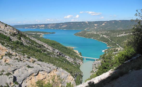 Les gorges du Verdon arrivant au Lac de Sainte Croix du Verdon